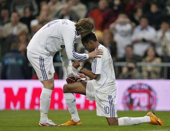 Guti Photos Photos - Guti (L) of Real Madrid kisses his teammate Robinho on his head as they celebrate Robinho his opening goal during the La Liga match between Real Madrid and Villarreal at the Santiago Bernabeu Stadium on January 27, 2008 in Madrid, Spain. - Real Madrid v Villarreal - La Liga
