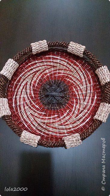 Поделка изделие Плетение неудачное панно стало подносом Трубочки бумажные фото 1