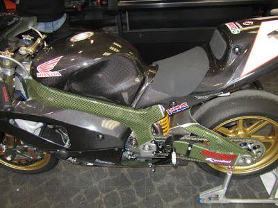 omega wrapping roma: Honda VTR