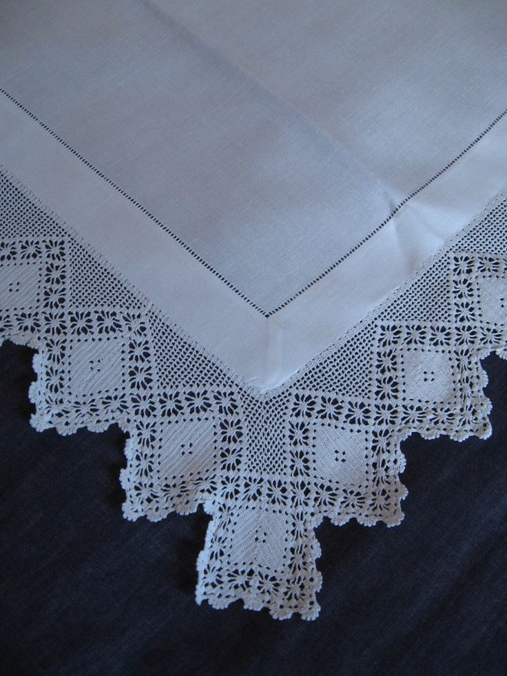 Superb Vintage Edwardian White Irish Linen Tablecloth With Hand Crocheted Edging