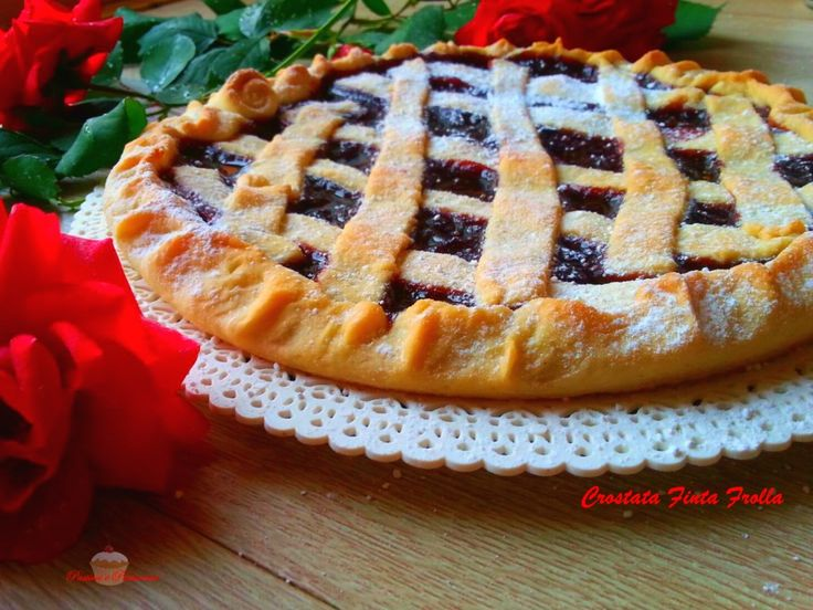 Crostata di Finta Frolla senza uova e senza burro, ideale per colazione, merenda o un dessert leggerissimo. Perfetta per intolleranti e allergici.