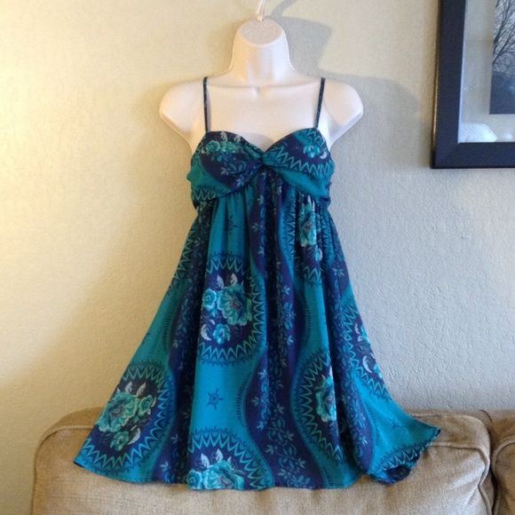 FREE PEOPLE  Blue & Green Floral Chiffon Sundress FREE PEOPLE exclusively for Urban Outfitters!  Blue & Green Floral Chiffon Sundress with self-grip bust, smocked elastic back, & adjustable spaghetti straps! Fully Lined! (Size XS) Free People Dresses
