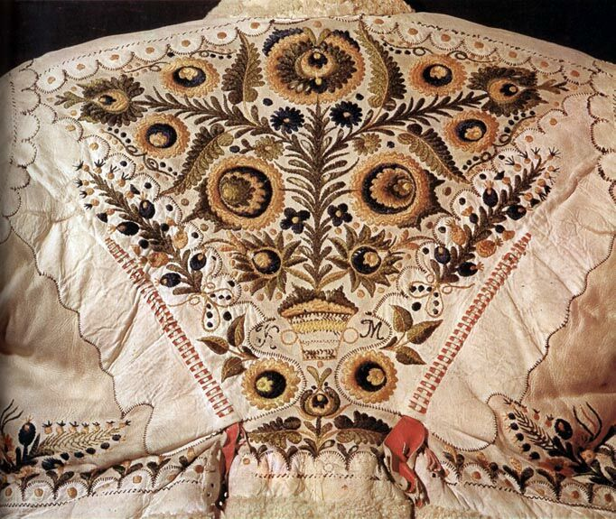 15-11-11 Back of a woman's sheepskin jacket Békés County Budapest, Ethnographical Museum Károly Szelényi
