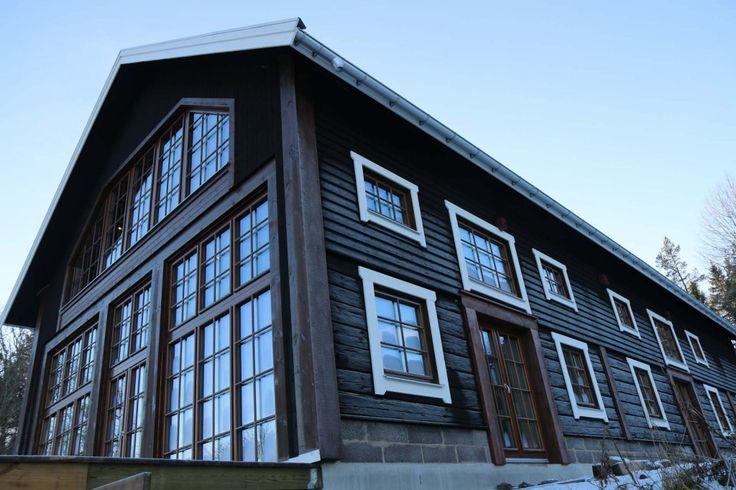 Familjen Gustafsson i Finspång har flyttat en lada och byggt nytt boende