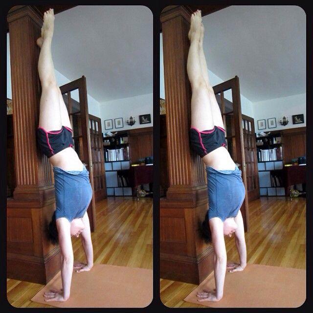 Мое любимое упражнение. Конкурс от @rusdudnik. Стойка на руках, пока у стеночки. Перед стойкой хорошо разминаю запястья - свое слабое место. Сейчас учусь выходить в стойку без замаха и прыжка, а применять больше силовой выход... #handstand #sibworkout1 #sibworkout #homefitness