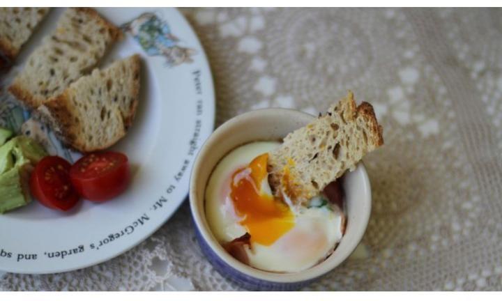 Baked eggs for dinner - Kidspot