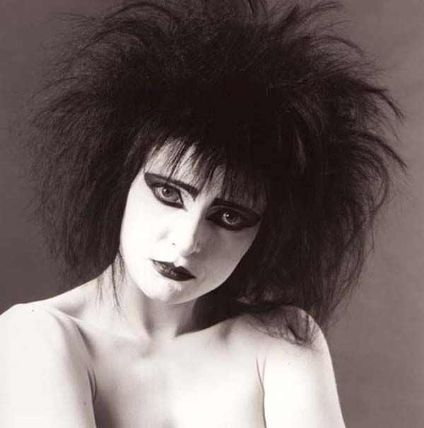 """Siouxsie Sioux photographed for the """"Through the Looking Glass"""" album, 1987."""
