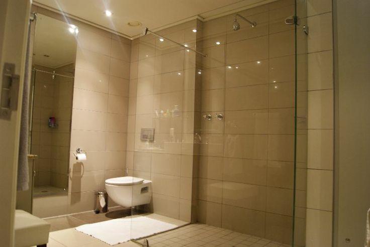Large modern en-suite bathroom