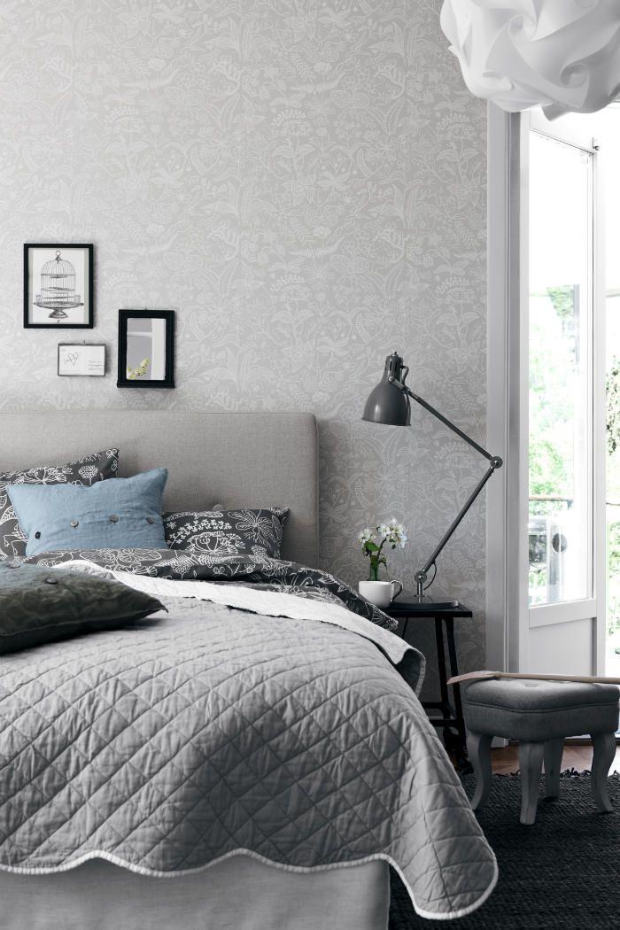 dormitorio empapelado con papel gris