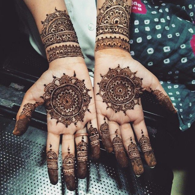 A boring Pharmacology class + A talented friend = Awesomeness! #justindianthings #justgirlythings #india #incredibleindia #indianblogger #indianmakeupblogger #indianbeautyblogger #indian #indianmakeupblog #indianbeautyblog #medico #medicowoes #mehendi #design #love #instapic #picoftheday #friends #friendship #bbloggers #lbloggers #henna