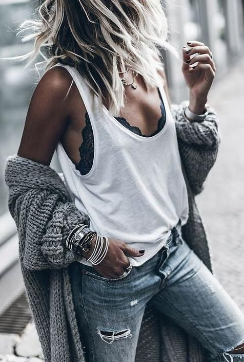 Lenjeria la vedere: un trend foarte chic ->   chic street style. triangle lace bra. ripped jeans. chunky knit.