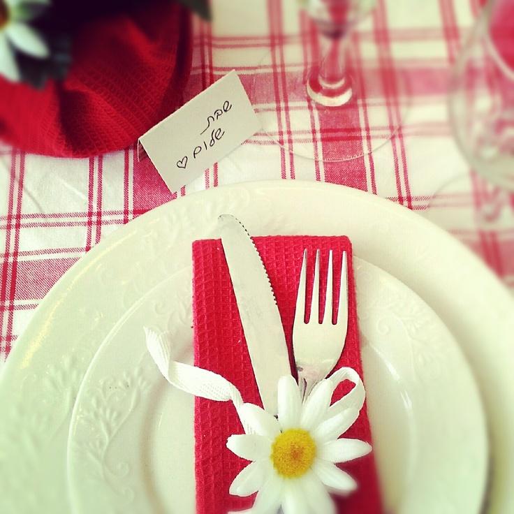 setting a rosh hashanah table