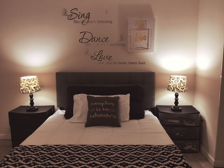 Best Black And White Bedroom Tufted Headboard Wall Decal 640 x 480