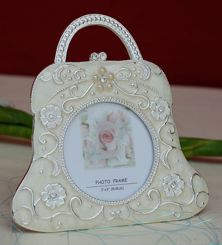 Photo Frame Big Hand Bag - An elegant, handbag shaped photo frame with a shine of silver makes it a unique and trendy piece to decorate your home as well to preserve your beautiful memories.