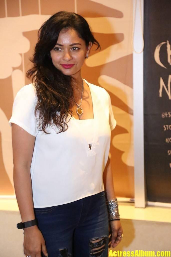 Pooja Kumar Stills In White T Shirt Blue Tight Jeans