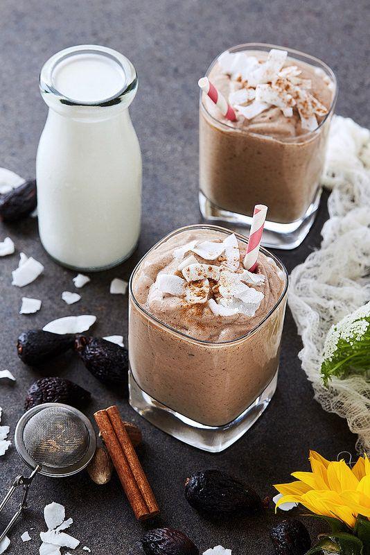 Coconut Chai Fig Smoothie // @tastyyummies // www.tasty-yummies.com