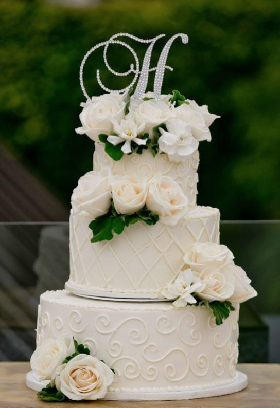 Wedding cake idea; Featured Photographer: True Photography Weddings, Featured Cake: VG Donut and Bakery