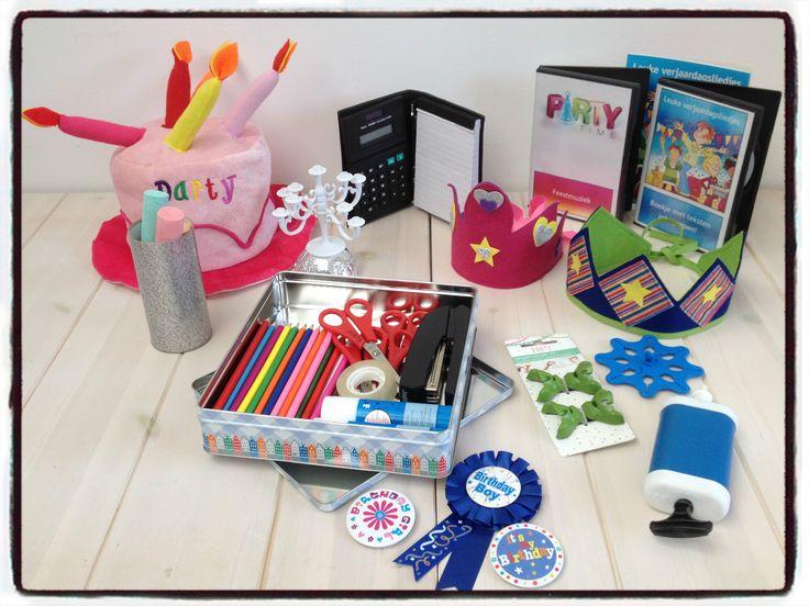 Diverse feestartikelen, bijvoorbeeld balonnenpomp, schaartjes, kleurpotloden, CD met verjaardagsliedjes