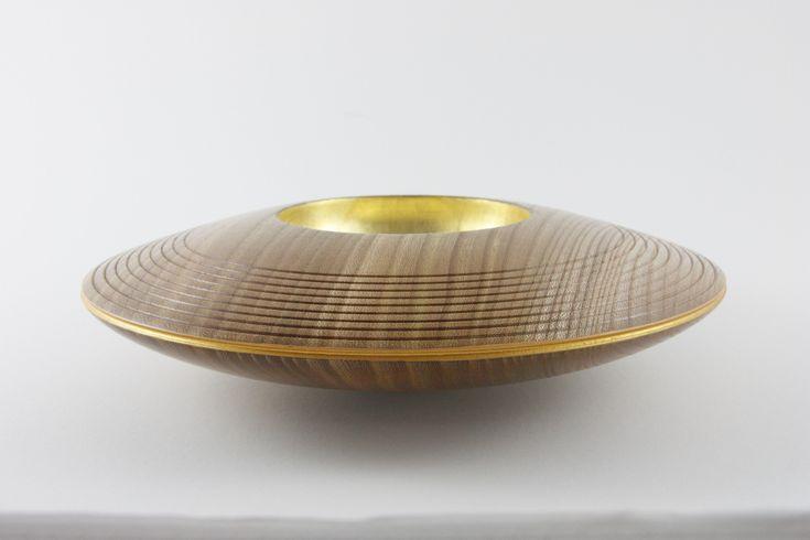 """Wackelschale: """"Ufo 3"""" Rüster (Ulme), 27 x 7 cm, Einlassungen: Blattgold 22 Karat / Preis: 450,00 € - Design by Manfred Rogler"""