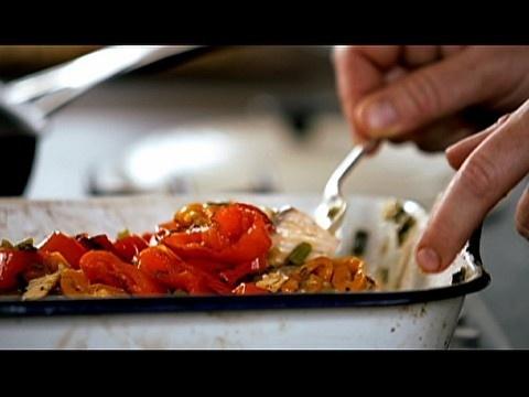 Receita de salmão com legumes - Vídeos - Jamie Oliver - GNT