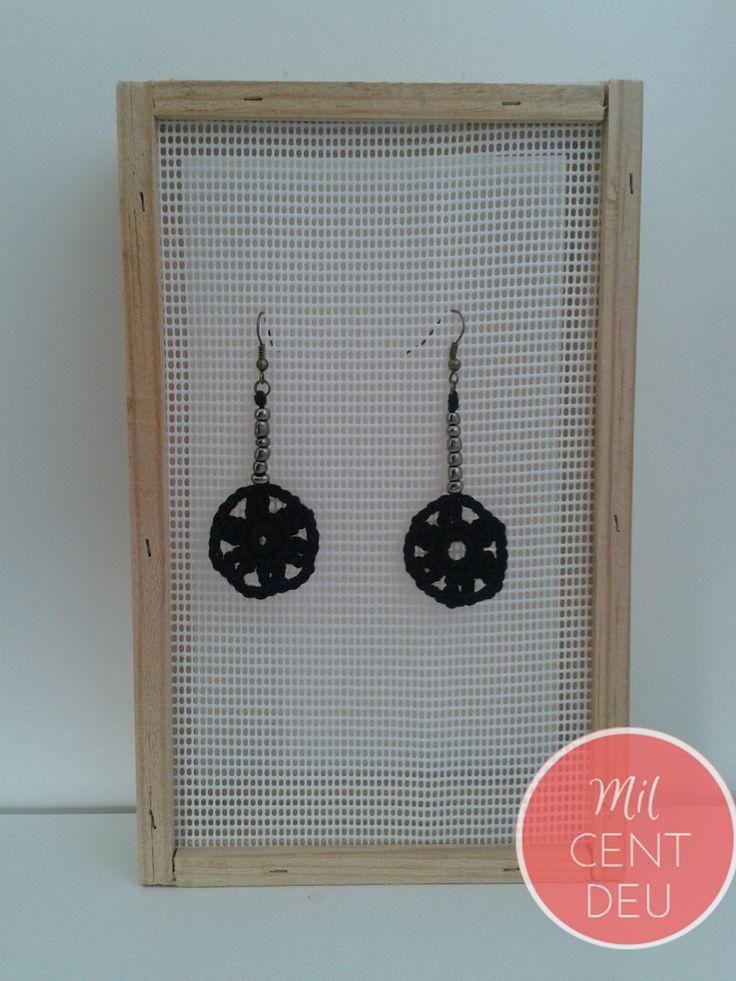pendientes crochet negro y bronce .jpg