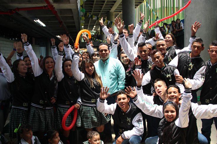 Entrega de chaquetas Prom 2015 a los alumnos de la I.E María Josefa Escobar