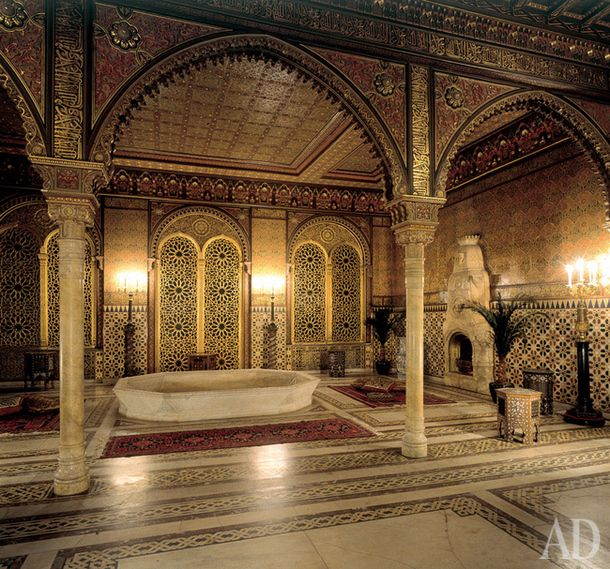 Yusupov Palace-Moorish living room was decorated in the 1858-1860 years, when he worked in the palace Hippolyte Monighetti. Thirty years later the interior was modified by Alexander Stepanov