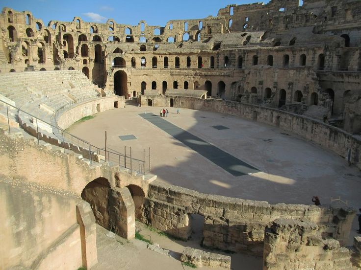 A feature of the Amphithéâtre El Djem in El Djem, Tunisia, is the movable floor which allowed animals to be lifted directly into the ring.