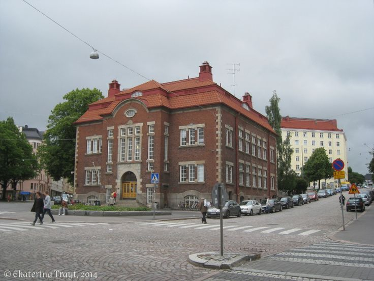 http://lettersofgreenfinland.blogspot.fi/2014/07/kallion-kirjasto.html