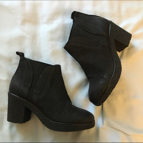Carvela Kurt Geiger Boots Black Kurt Geiger boots in excellent gently used condition. Features and elastic panel for easy slip on. Rubber sole. Size 36, but can fit a 6.5 Does not come with the shoe box. Kurt Geiger Shoes Heeled Boots