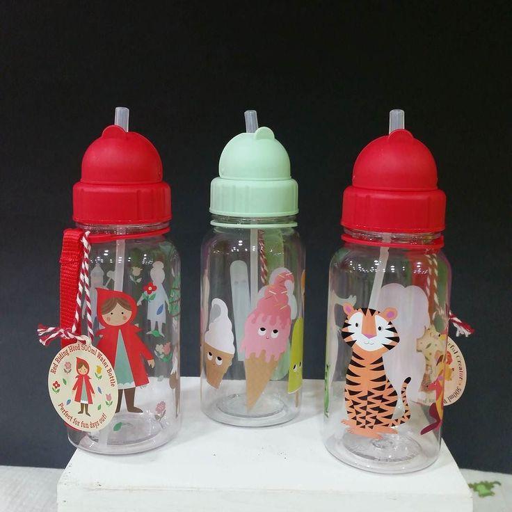 Bonitas botellitas con pajita para agua zumos... se pueden colgar de la mano del cochecito mochila...chulas verdad??  Más información en nuestra web   www.nins.es   #nins #ninsmanresa #pictureoftheday #bestoftheday #bottle #botellas #modainfantil #moda #instadaily #photooftoday #photo #instalike #instagood #complementos #cosasbonitas #animals #caperucitaroja #helados #icecream #juice #water #bpafree