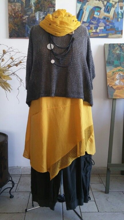 Loose short sweater, asymmetrical tunic, drawstring pants Lin moutarde chez Mondial Tissus