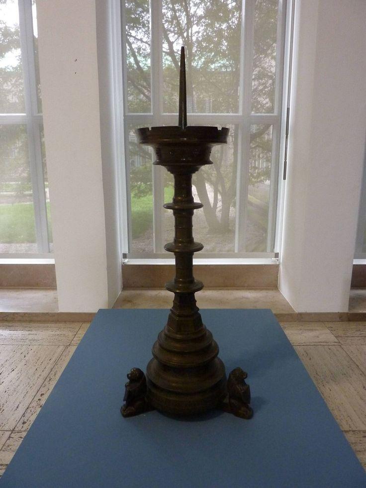 ecclesiastical candlestick 1400 - 1500 Dimensions 94 cm Material and technique bronze