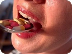 Bei starker Fettleibigkeit kann man sich Diätpillen verschreiben lassen, darunter auch Reductil, ein sibutraminhaltiges Medikament, vor dem in einer aktuellen Studie aus Amerika gewarnt wird.