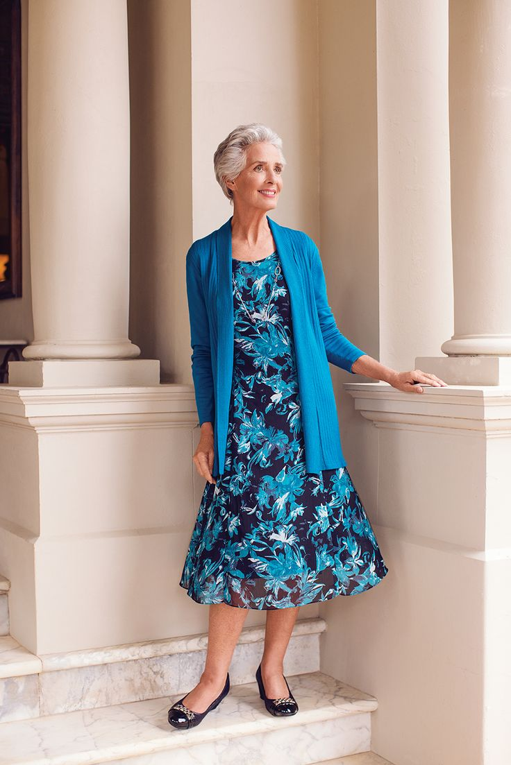 Turquoise blue is a magnificent colour that suits both casual and formal occasions. It's the perfect outfit for Mother's Day!