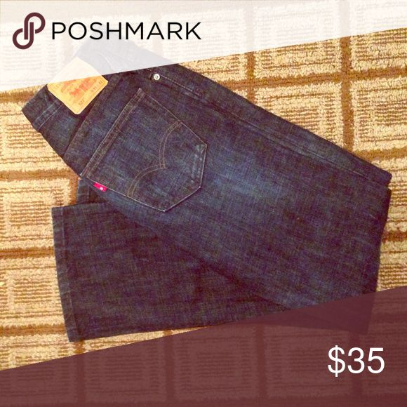 Levi's 527 length 32 Worn 1-3x, please ask questions and make offers! Levi's Jeans Bootcut