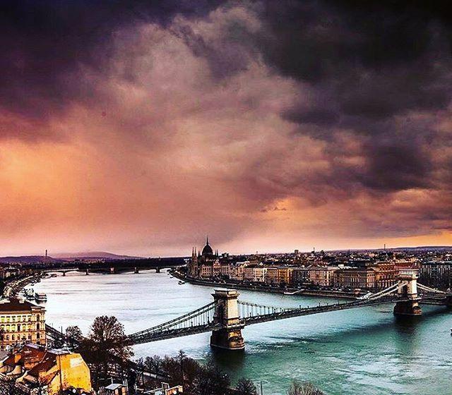 Budapeşte'de bulutlu kış günü / Cloudy winter day in Budapest. #budapest #hungary #budapeşte #macaristan #budacastle #chainbridge #parliament #winter #january #2017 #europe #turkey #holidayinbudapest #followus #picoftheday #like4like #like4follow