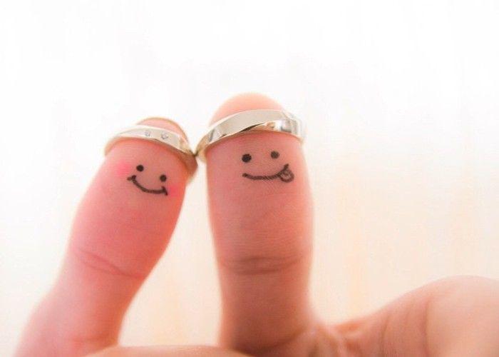 リングと一緒に記念写真♡おちゃめ&温かみ伝わる『親指フォト』を残したい*のトップ画像