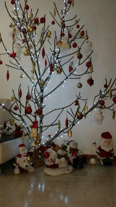 Resultado de imagen para pinterest decoracion navideña en  pilares en una galeria