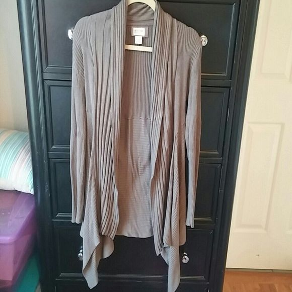 Motherhood maternity cardigan Motherhood maternity cardigan- drapes in front ***LOWEST PRICE***- unless bundled Motherhood Maternity Sweaters Cardigans