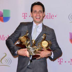 Marc Anthony Collects 4 Awards At The 2014 Premio Lo Nuestro A La Musica Latina Gala [READ MORE: http://uinterview.com/news/marc-anthony-collects-4-awards-at-the-2014-premio-lo-nuestro-a-la-musica-latina-gala-10593] #marcanthony #premiolonuestroalamusicalatina #awards #awardwinning #jenniferlopez