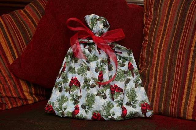 More reusable Fabric Christmas Gift Bags.: Christmas Crafts Gifts, Homemade Gifts, Christmas Gifts Bags, Christmas Gift Bags, Christmas Craftsgift