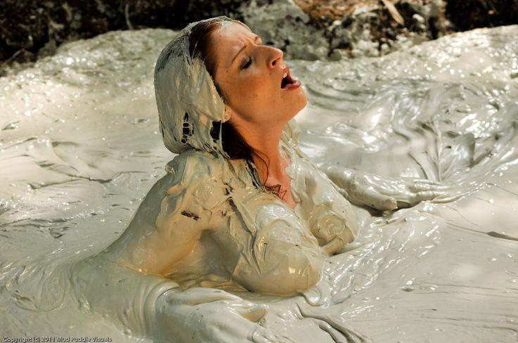 mud fights nude girls