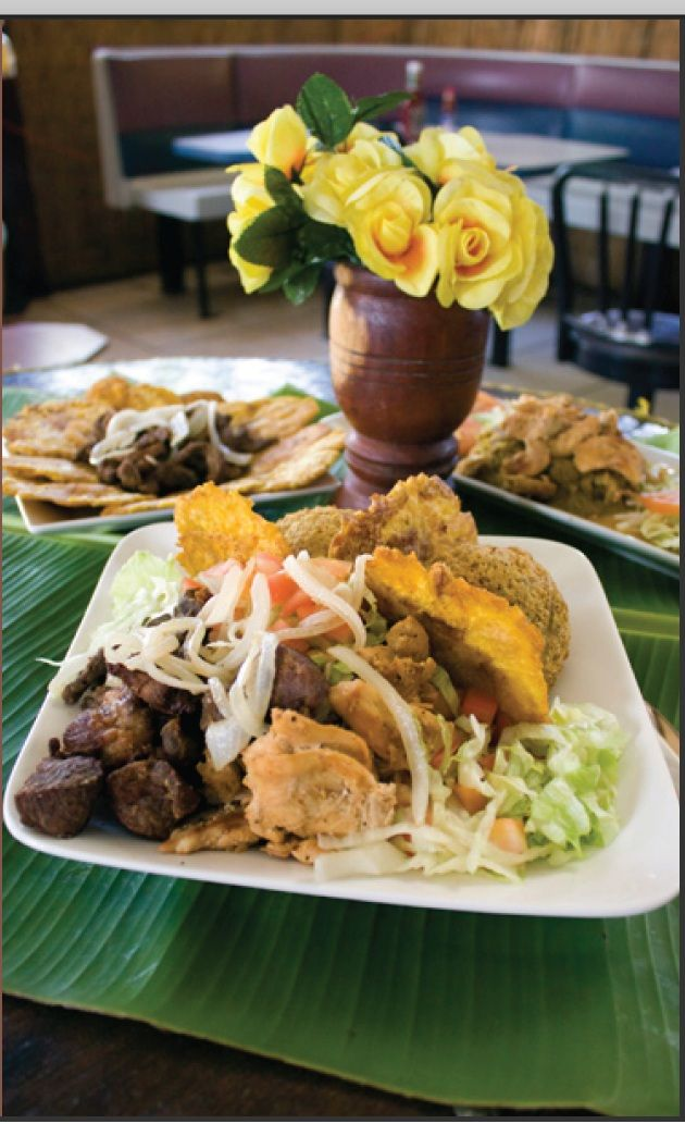 ☀ Puerto Rico ☀ MINI BUFFET  Este delicioso plato contiene 8 tostones servido con carne y o ensalada. Restaurante El Plátano 494 en Isabela , Puerto Rico.☀ Puerto Rico ☀
