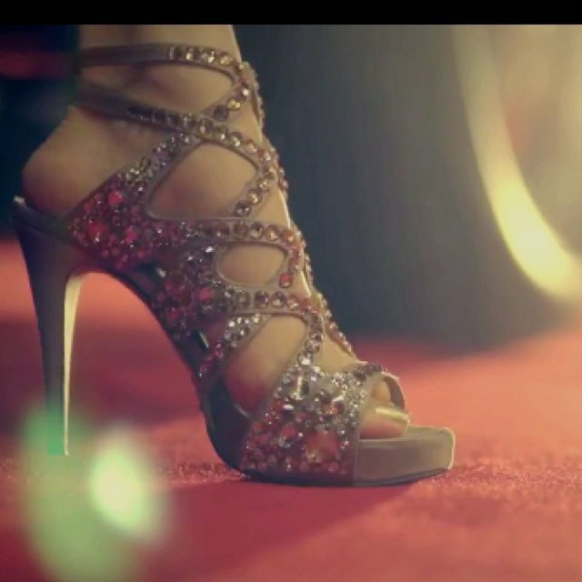The shoes form twinkle be snsd.... I want them