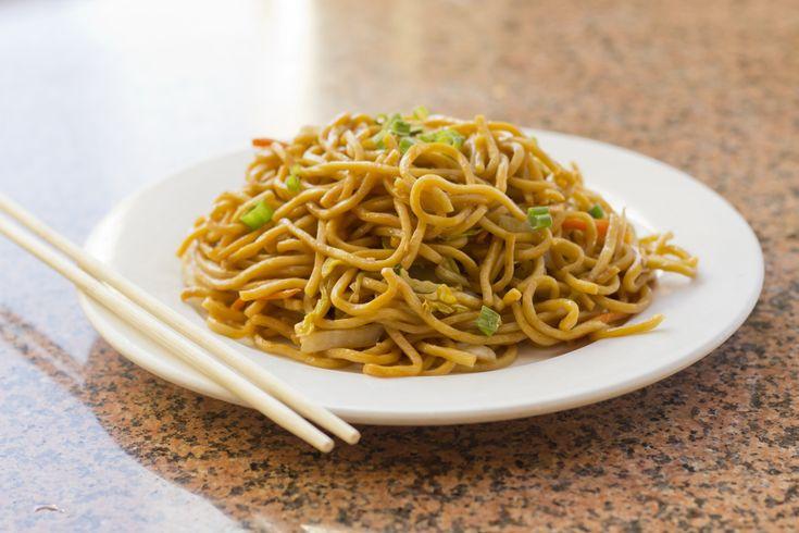 Zöldséges, kínai pirított tészta, amit nem lehet abbahagyni, annyira finom