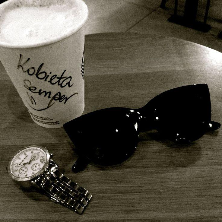 Po tygodniu pracy czas na relaks. Kubek ulubionej kawy i życie nabiera nowego smaku. Uwielbiam te błogie chwile lenistwa. XOXO  #KobietaSemper#fashion #moda #semper #semperfashion #inspirations #fashioninspirations #modoweinspiracje #polishfashion #polskamoda #modazpolski #fashionfrompoland #modasemper #glasses #travel #coffe #rest #chill #restaurant #odpoczynek #relax #wpodrozy #xoxo