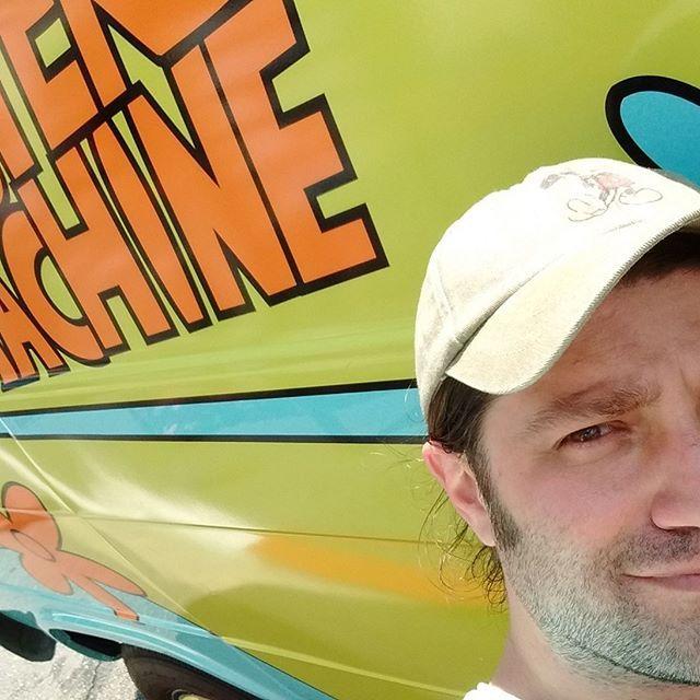 Just hanging with The Mystery Machine - 1 year ago today  #ScoobyDoo #universalstudios #mysterymachine #shaggy #daphne #velma #fred #tbt #vacation #cartoon #hannabarbara #universalstudiosflorida #orlando