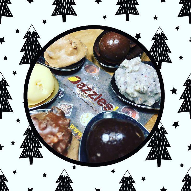 > Dazzles! know's best! <  Wist je dat het geven van kerstcadeaus aan kinderen, maar ook aan onze vrienden en geliefden, verwijst naar de cadeaus die de drie wijzen op kerstochtend aan kindeke Jezus hebben gegeven?  #Dazzles #Chocolade #Chocolate #Dazzle #FeelGood #Wistjedat #FeelGoodFood #Weekend #Instafood #Christmas #Facts #Gifts
