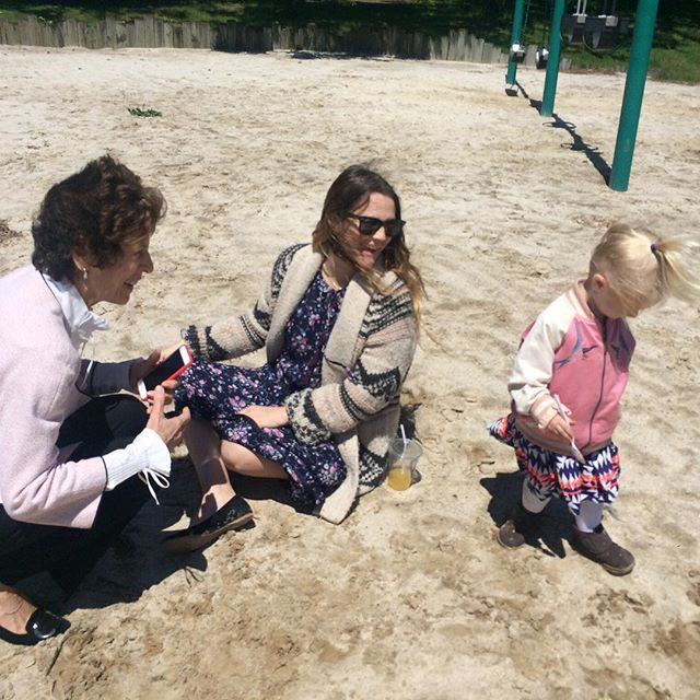 Pin for Later: Celebrity Moms and Dads Shared the Sweetest Photos For Mother's Day Drew Barrymore Drew Barrymore and her daughter, Frankie, spent the day with Frankie's grandmother.